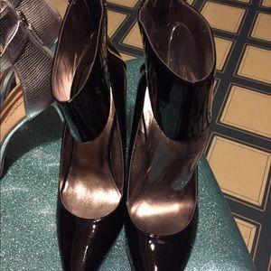 "DONALD PLINER DMX Fashion Forward 4"" heel Pumps"